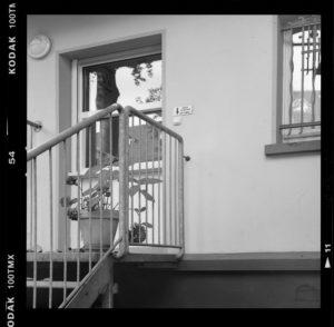 GELSENKIRCHEN-ÜCKENDORF (Nordrhein-Westfalen) Babyfenster am Kinderhaus